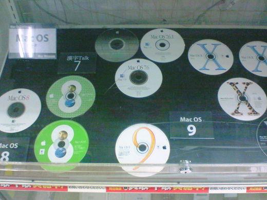 歴代MacOSのCD。
