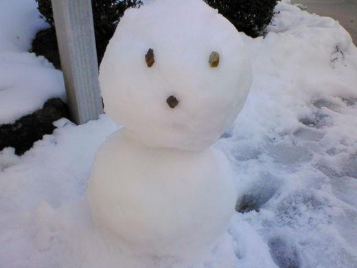 小さな雪だるま。